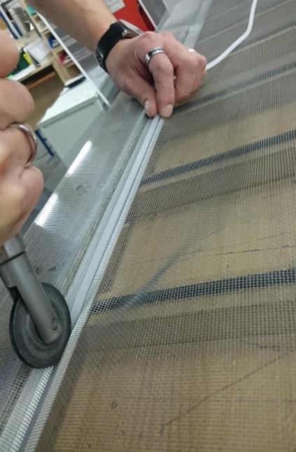 Ako vymeniť sieť proti hmyzu v okne krok č.3